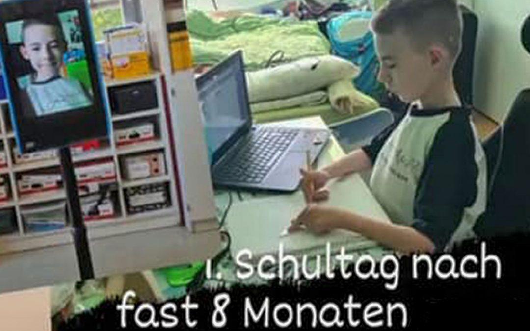 Der Lernroboter hilft auch Leon!