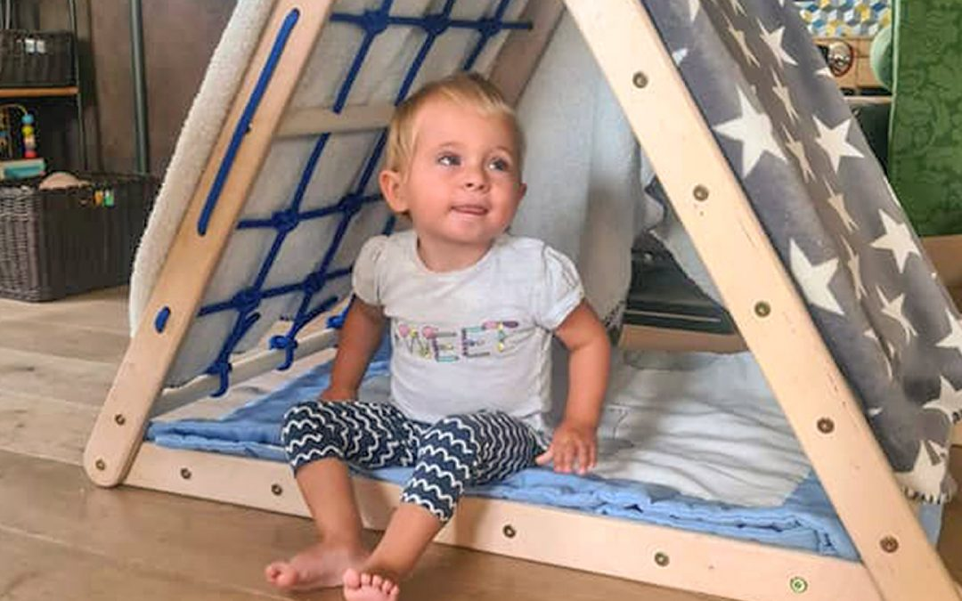 Von Familie zu Familie: Ella bekommt ein Kletterdreieck